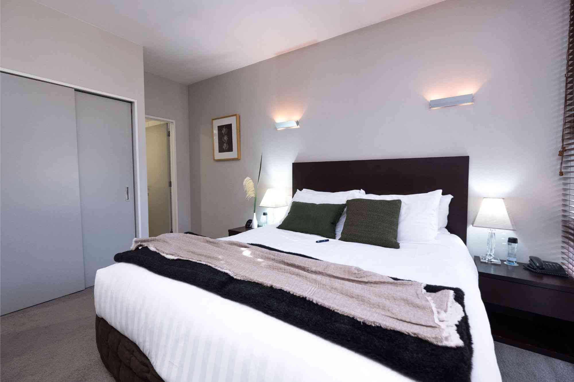 swissbelsuites-queenstown-pounamu-lakeview-supersuite-twobr (2)
